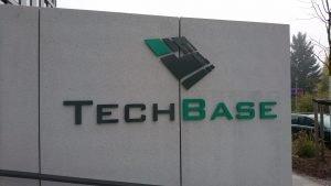 tech base logo am eingang