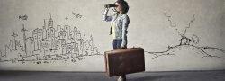 Frau mit Fernglas Stadt Suche