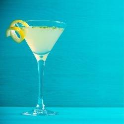 Martiniglas mit einem Cocktail