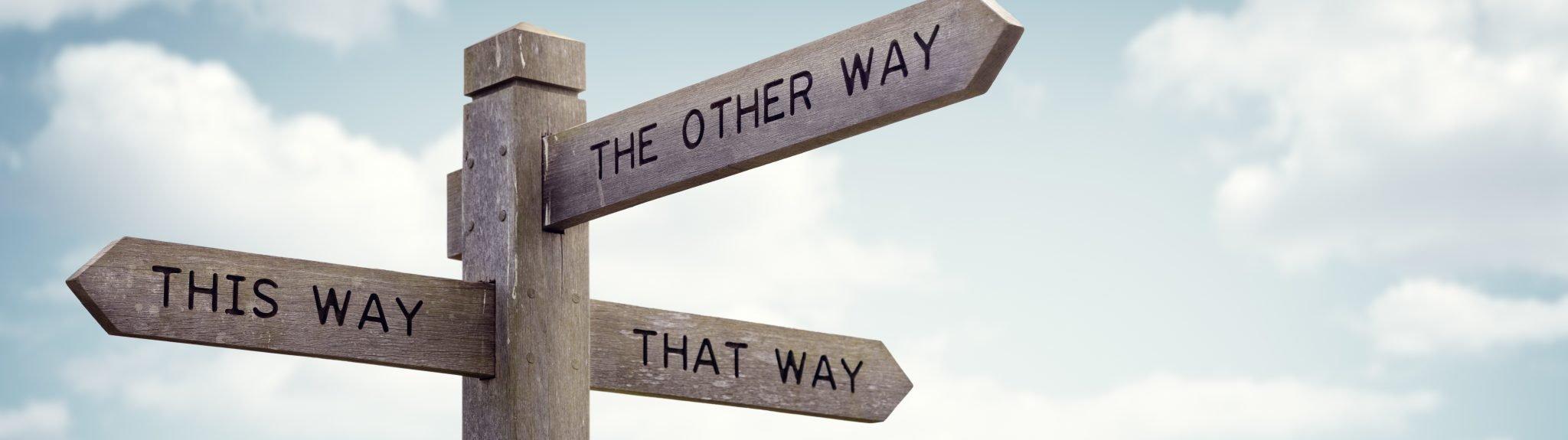 Wegweiser in unterschiedliche Richtungen