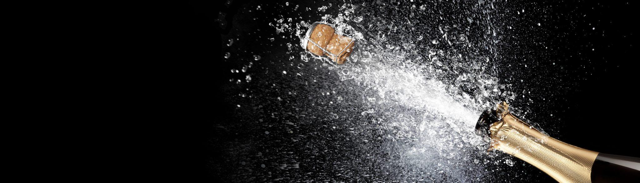 Champagnerflasche Korken fliegt