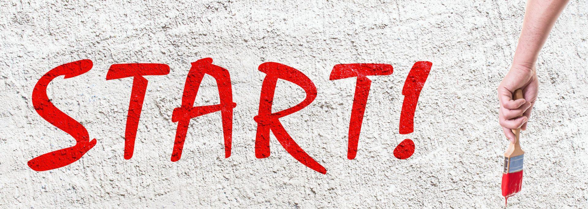 Beschriftung Wand Hand mit Pinsel