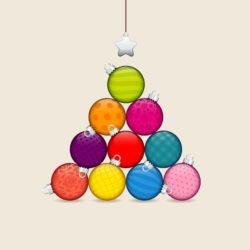Christbaum aus bunten Kugeln Weihnachtsaktion 2020